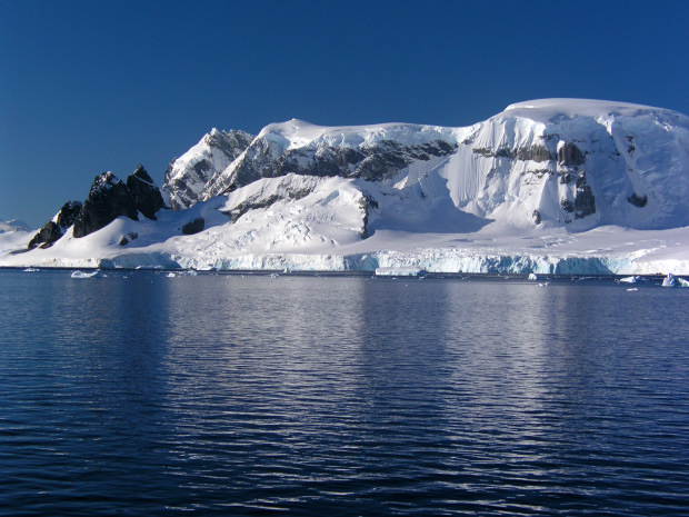 Zodiac cruise along a channel just off the antarctic for Best trips to antarctica
